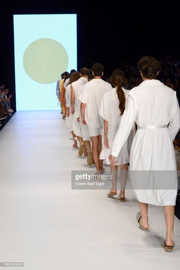 Giray Sepin - Runway - Mercedes-Benz Fashion Week Istanbul - September 2018 : News Photo