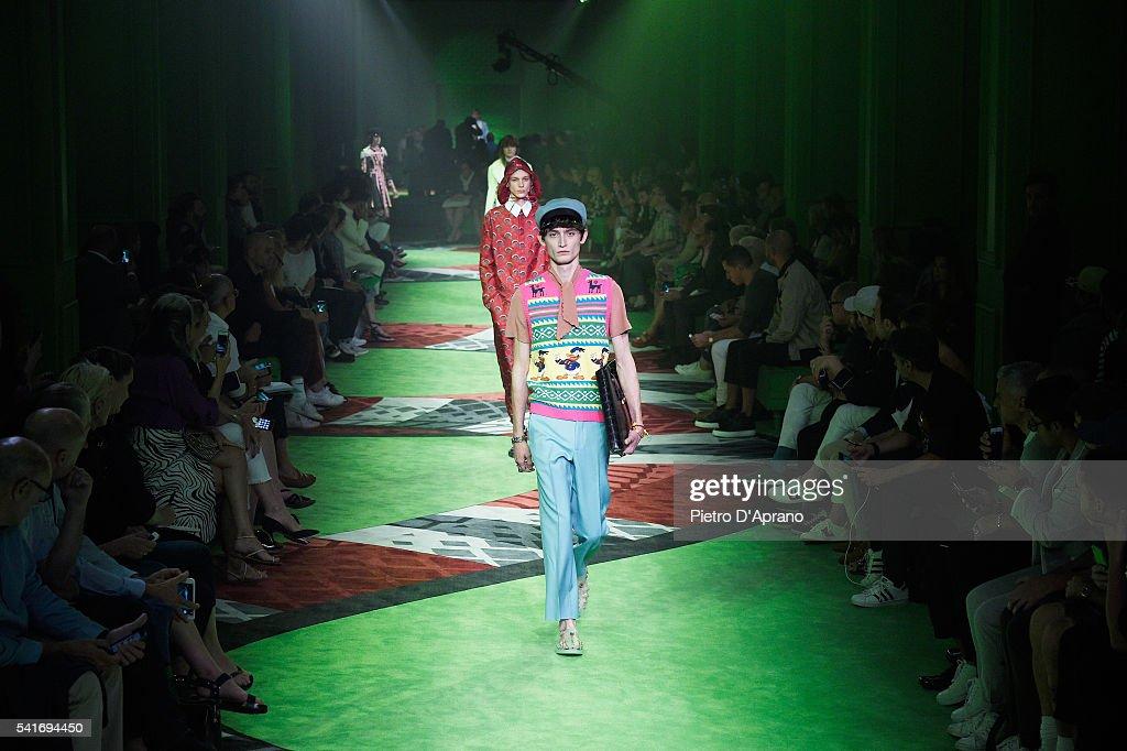 Gucci - Runway - Milan Men's Fashion Week SS17 : News Photo