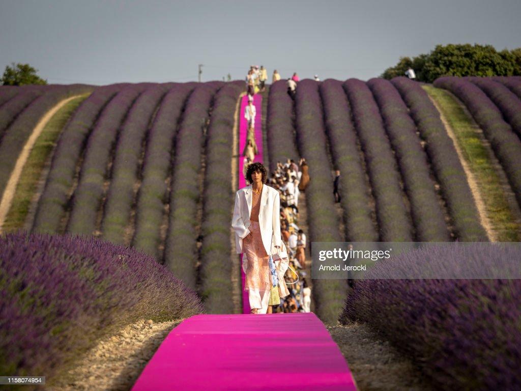 Jacquemus : Runway - Fashion Week - Menswear Spring/Summer 2020 : Fotografía de noticias
