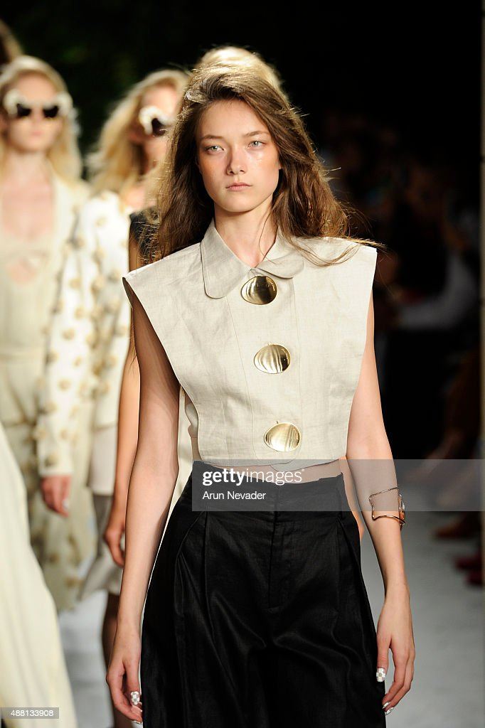 Opening Ceremony - Runway - Spring 2016 New York Fashion Week : News Photo