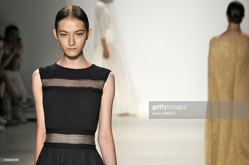 Tadashi Shoji - Runway - Mercedes-Benz Fashion Week Spring 2015 : News Photo