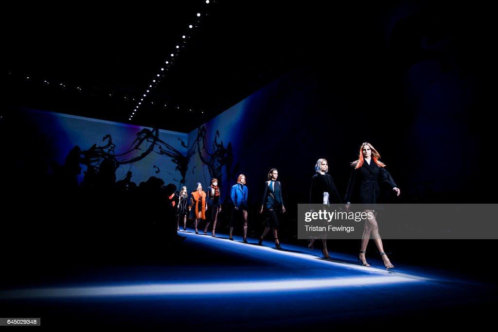 Versace Alternative Views - Milan Fashion Week Fall/Winter 2017/18 : News Photo