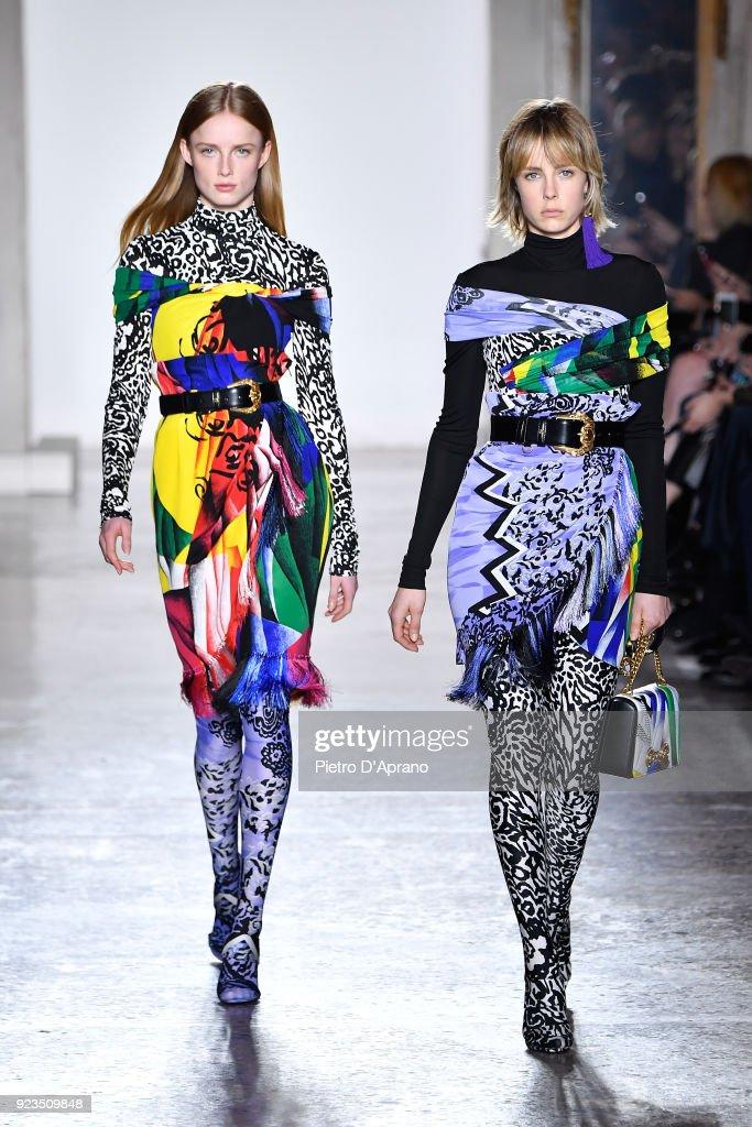 Versace - Runway - Milan Fashion Week Fall/Winter 2018/19 : News Photo