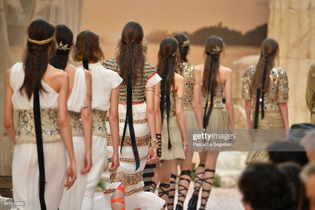 Chanel Cruise 2017/2018 Collection - Runway : News Photo