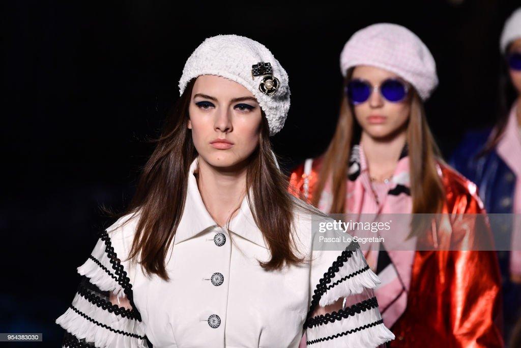 Chanel Cruise 2018/2019 Collection : Runway : Nachrichtenfoto