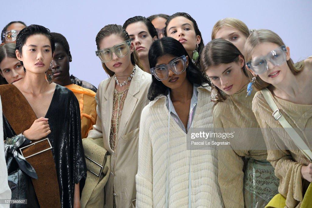 Acne Studios : Runway - Paris Fashion Week - Womenswear Spring Summer 2021 : News Photo