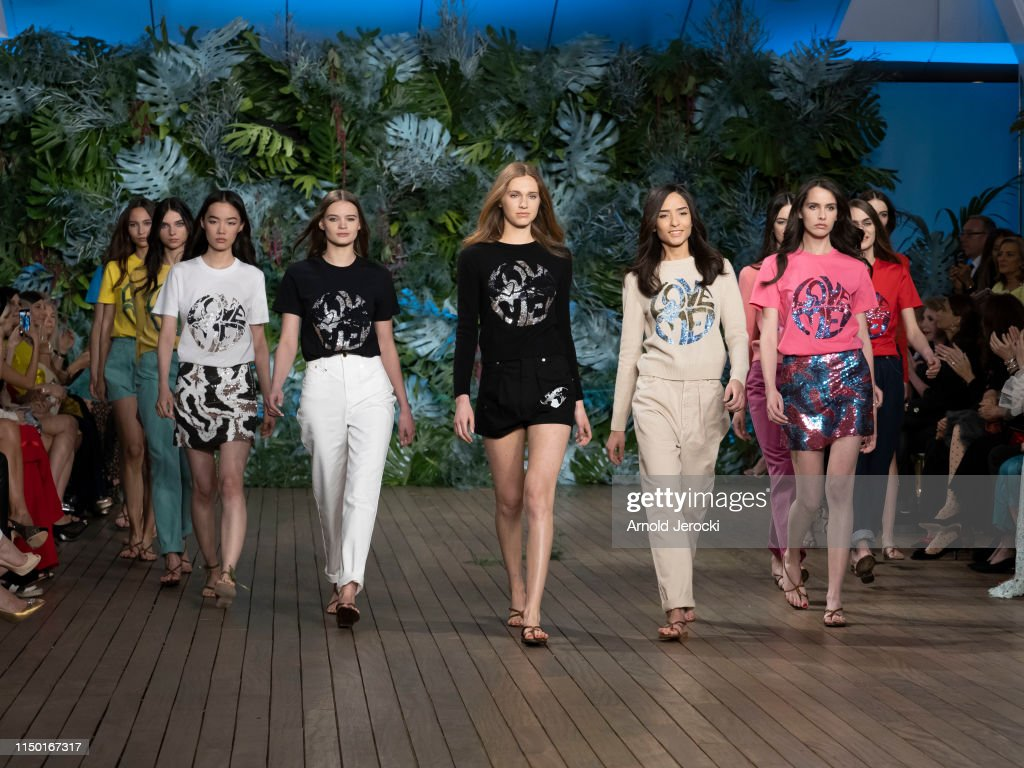 Alberta Ferretti Cruise 2020 Collection : Runway : ニュース写真