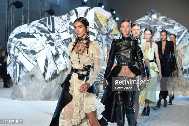 Models walk the runway during the Alexander McQueen Paris show as part of the Paris Fashion Week Womenswear Spring/Summer 2019 on October 1 2018 in...