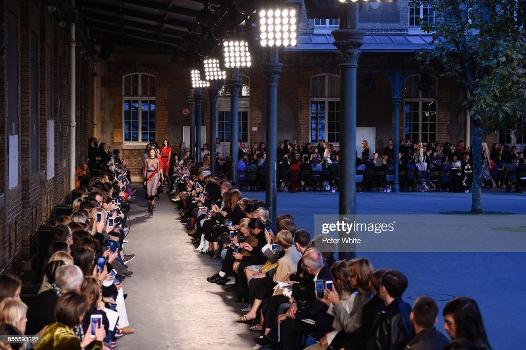 Altuzarra : Runway - Paris  Fashion Week Womenswear Spring/Summer 2018 : ニュース写真