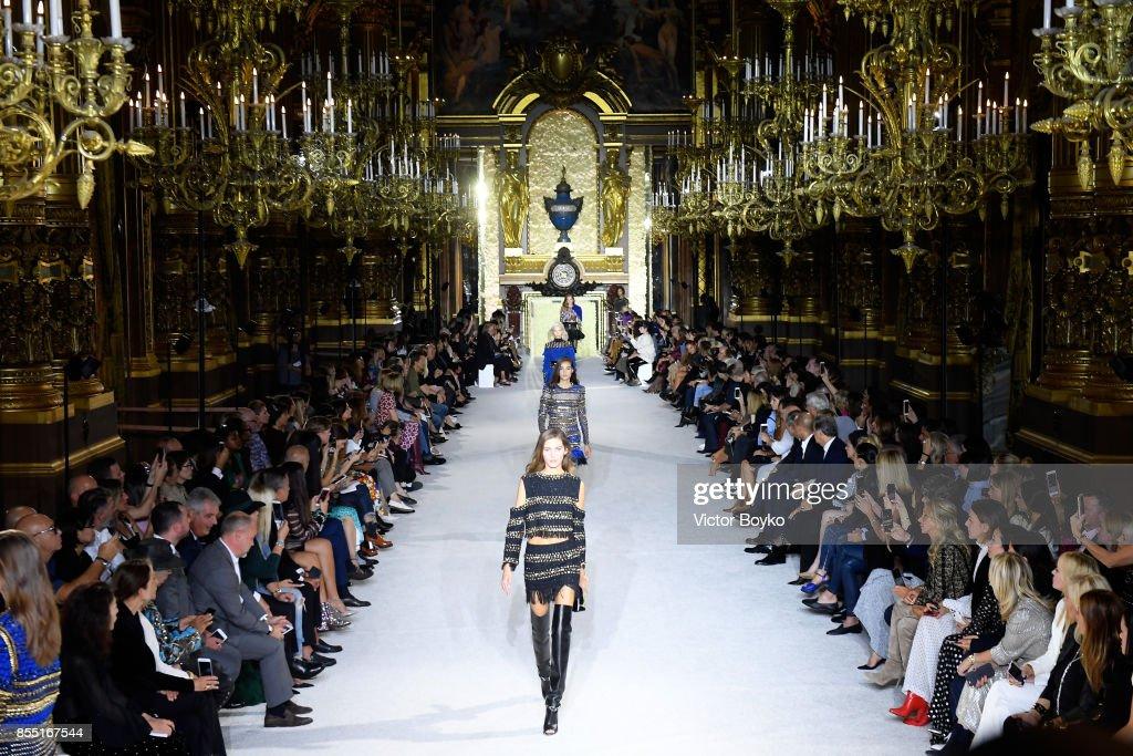 Balmain : Runway - Paris  Fashion Week Womenswear Spring/Summer 2018 : ニュース写真