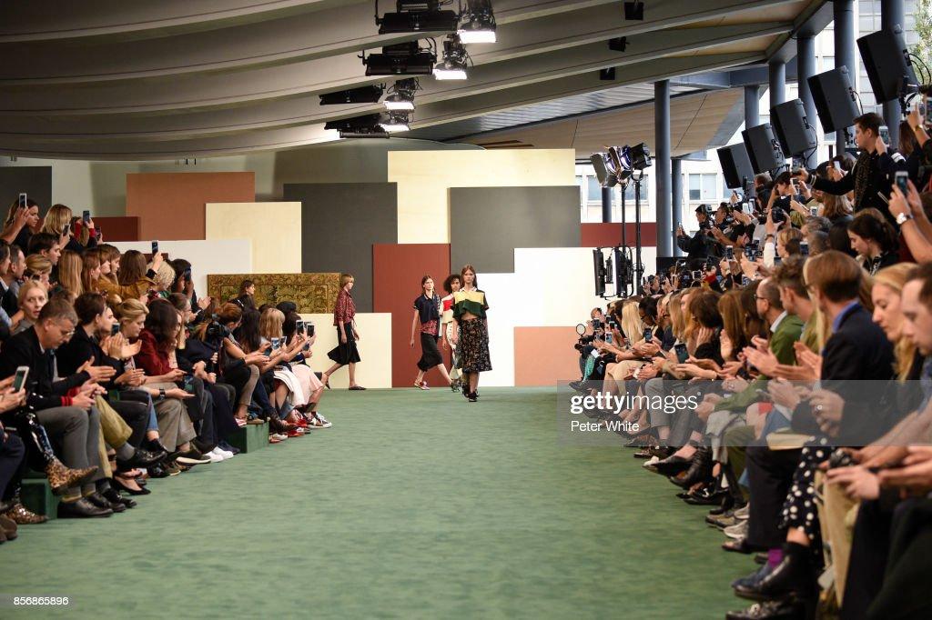 Carven : Runway - Paris  Fashion Week Womenswear Spring/Summer 2018 : ニュース写真