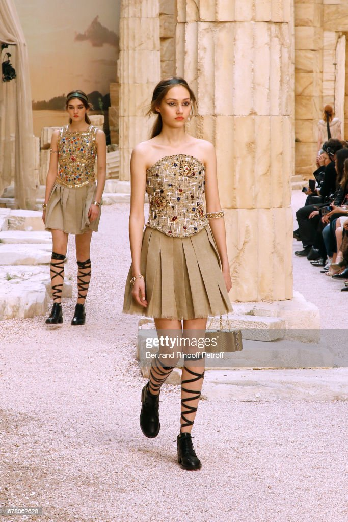 Chanel Cruise 2017/2018 Collection