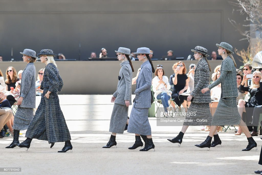 Chanel : Runway - Paris Fashion Week - Haute Couture Fall/Winter 2017-2018 : News Photo