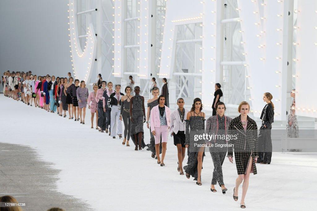Chanel : Runway - Paris Fashion Week - Womenswear Spring Summer 2021 : Photo d'actualité