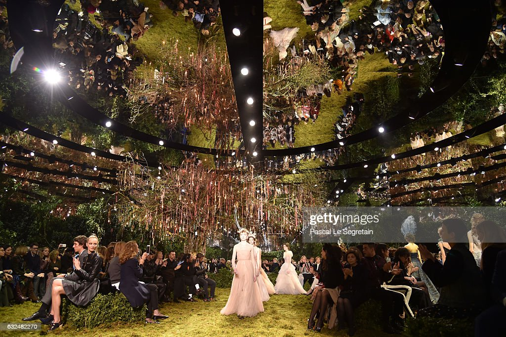 Christian Dior : Runway - Paris Fashion Week - Haute Couture Spring Summer 2017 : Foto jornalística
