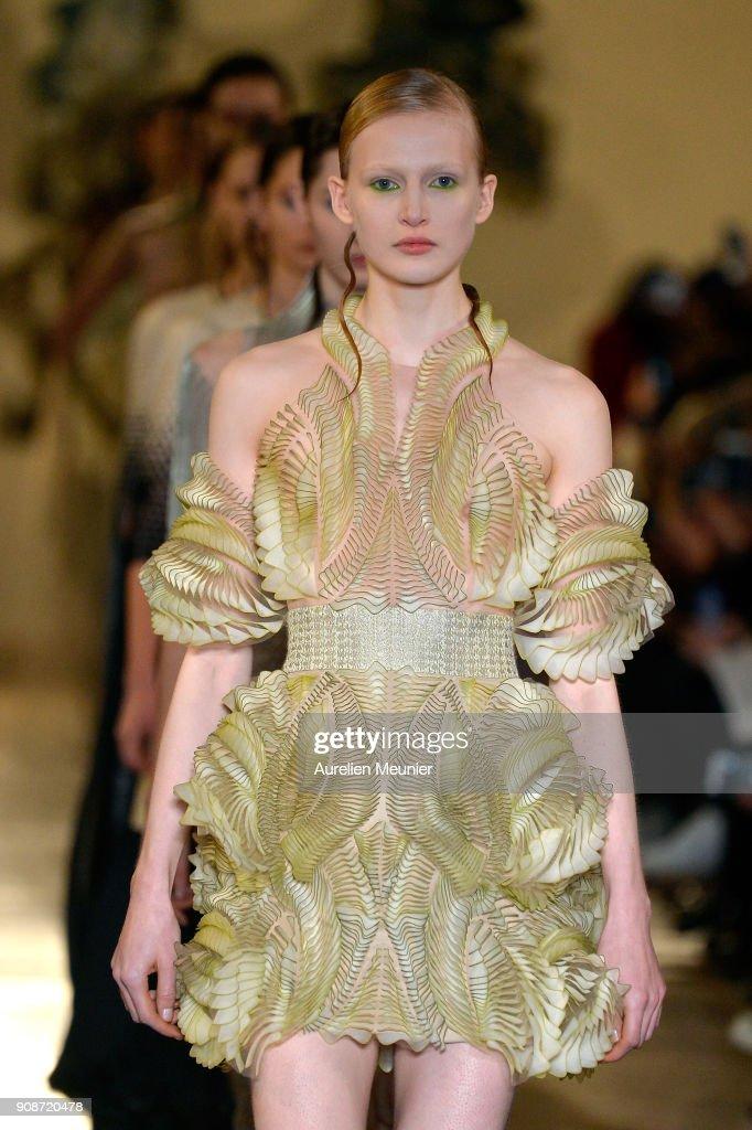 Iris Van Herpen : Runway - Paris Fashion Week - Haute Couture Spring Summer 2018