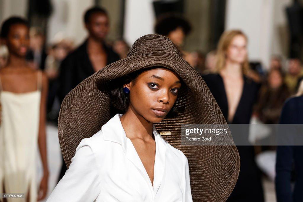 Jacquemus : Runway - Paris Fashion Week Womenswear Fall/Winter 2018/2019 : Fotografía de noticias