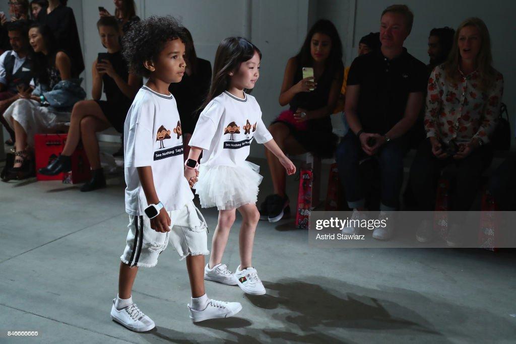 Jia Liu - Front Row - September 2017 - New York Fashion Week: The Shows : News Photo