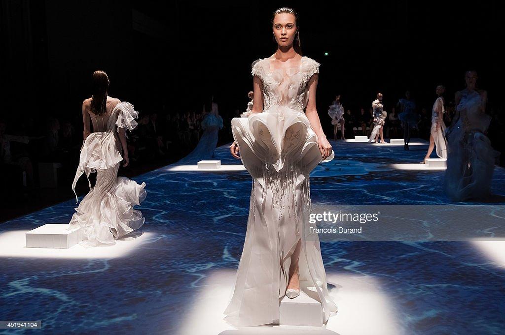 Lan YU : Runway - Paris Fashion Week : Haute Couture Fall/Winter 2014-2015 : News Photo