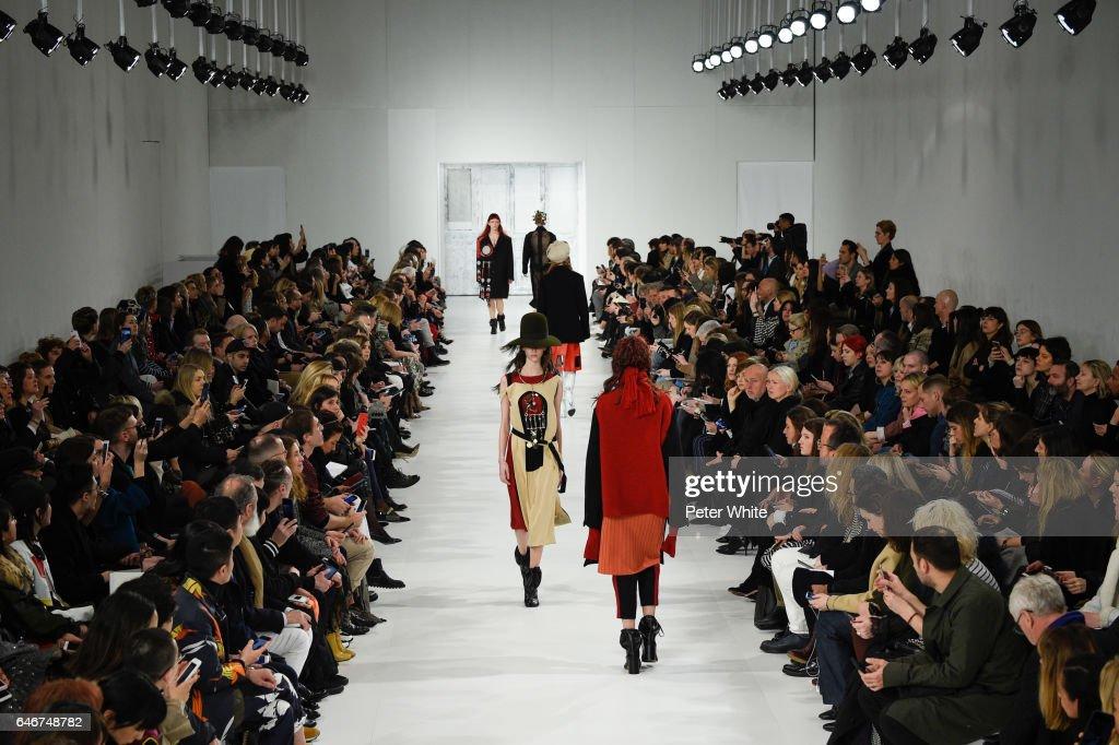 Maison Margiela: Runway - Paris Fashion Week Womenswear Fall/Winter 2017/2018 : News Photo