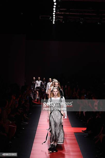 Models walk the runway during the N.21 fashion show as part of Milan Fashion Week Spring/Summer 2016 on September 23, 2015 in Milan, Italy.