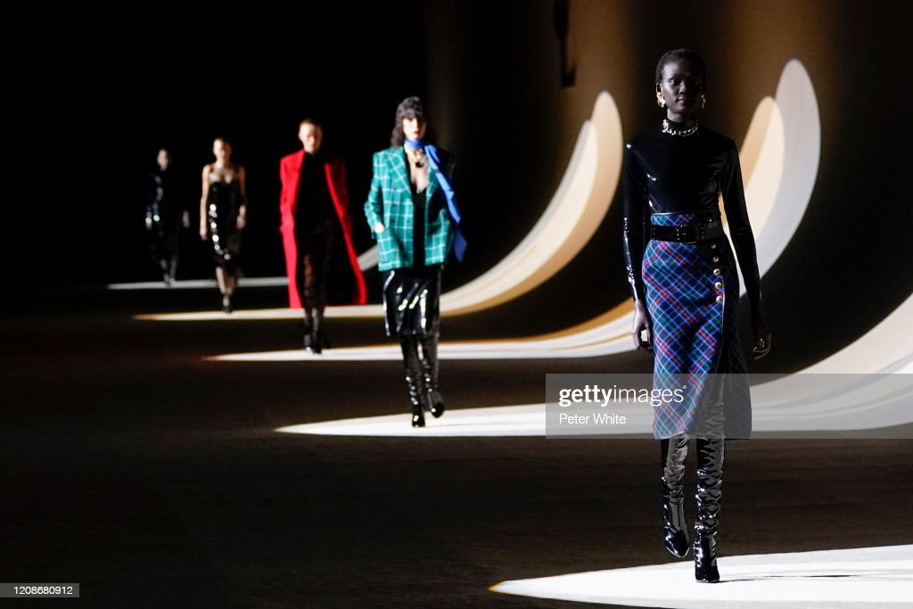 Saint Laurent : Runway - Paris Fashion Week Womenswear Fall/Winter 2020/2021 : Photo d'actualité