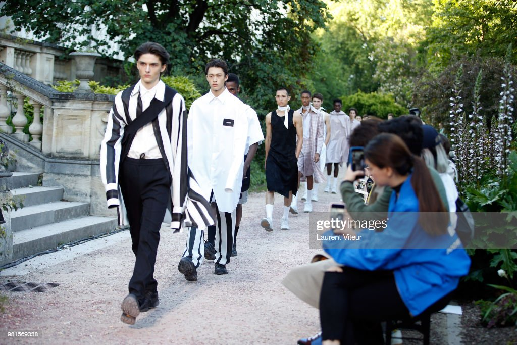 Sean Suen: Runway - Paris Fashion Week - Menswear Spring/Summer 2019