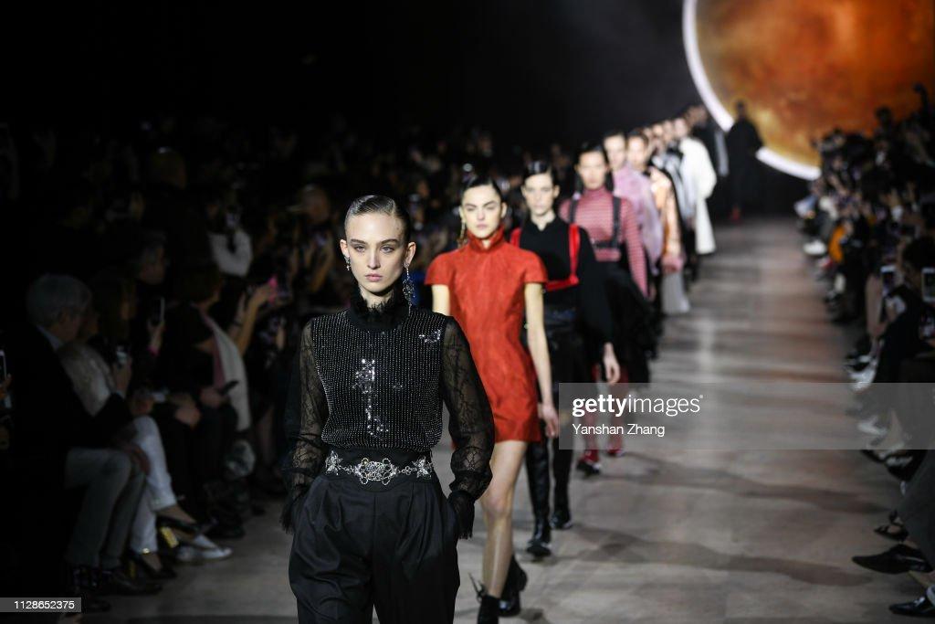 Shiatzy Chen : Runway - Paris Fashion Week Womenswear Fall/Winter 2019/2020 : News Photo