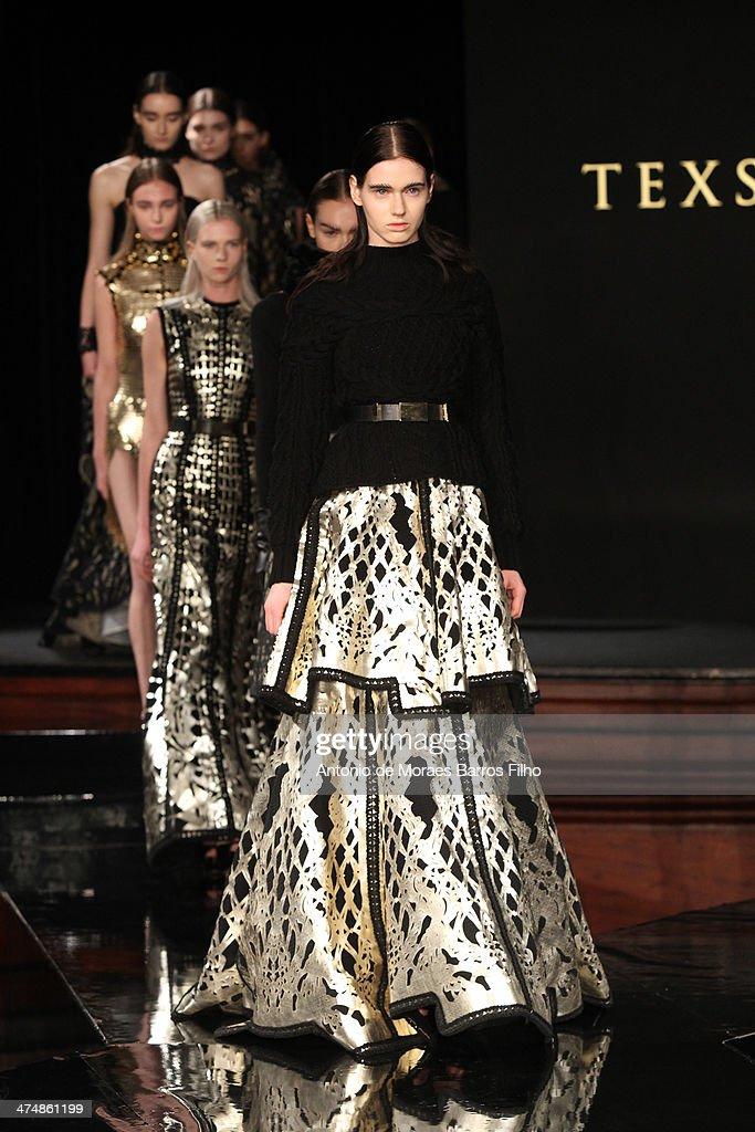 Tex Saverio : Runway - Paris Fashion Week Womenswear Fall/Winter 2014-2015 : News Photo