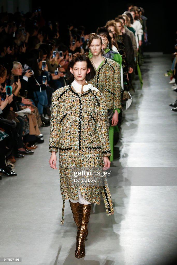 Veronique Leroy : Runway - Paris Fashion Week Womenswear Fall/Winter 2017/2018 : News Photo
