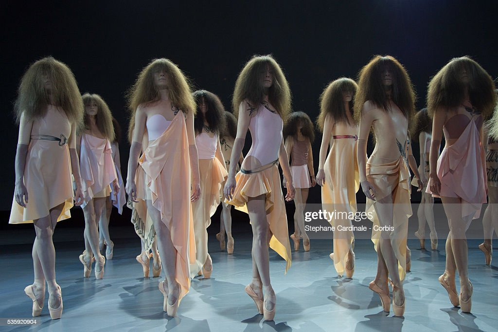 France - Viktor&Rolf - Paris Fashion Week - Haute Couture S/S 2014 : News Photo
