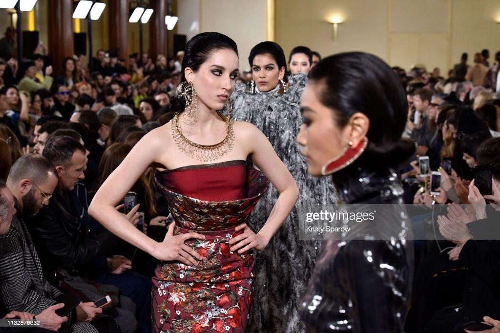 Y/Project : Runway - Paris Fashion Week Womenswear Fall/Winter 2019/2020 : ニュース写真