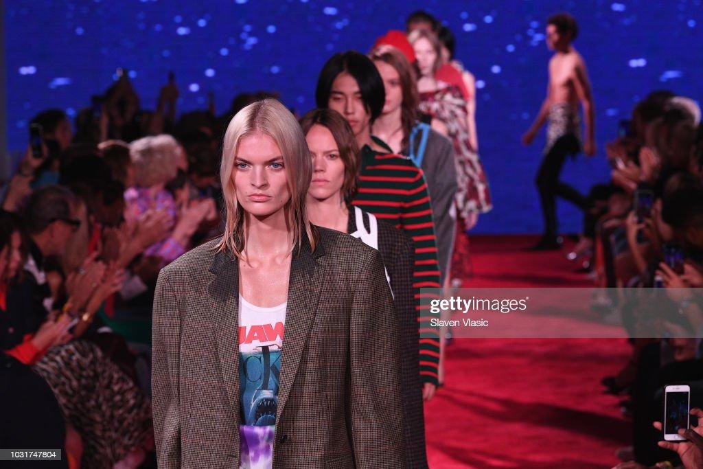 Calvin Klein Collection - Runway - September 2018 - New York Fashion Week : News Photo