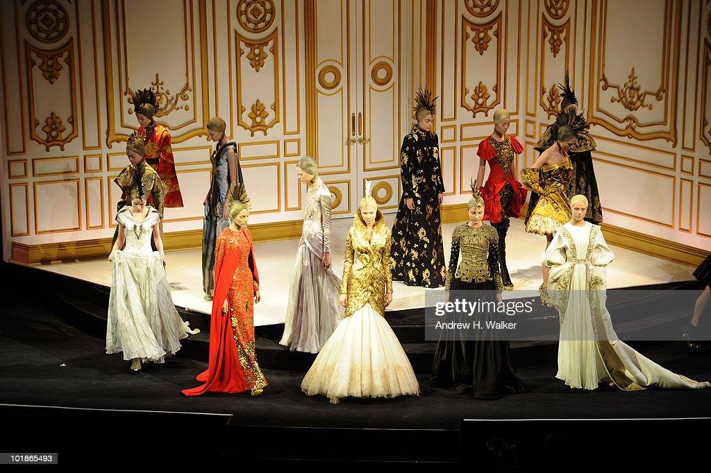 2010 CFDA Fashion Awards - Show : Nachrichtenfoto