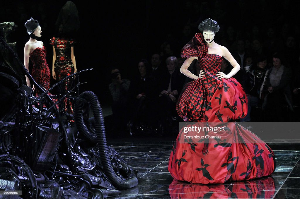 Alexander McQueen Autumn/Winter 2009 / 2010 Paris Fashion Week