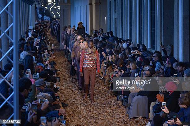 Models walk walks the runway at the Missoni show during Milan Men's Fashion Week Fall/Winter 2016/17 on January 17 2016 in Milan Italy