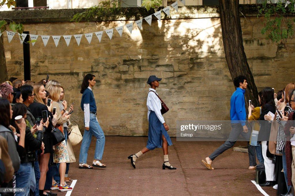 A.P.C : Runway - Paris Fashion Week - Womenswear Spring Summer 2020 : ニュース写真