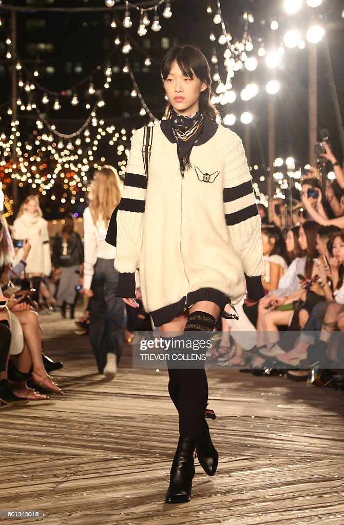 Models walks the runway during the Tommy Hilfiger fall 2016 collection presented at New York Fashion Week in New York, September 9, 2016. / AFP / TREVOR