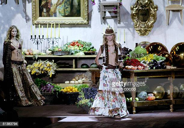 Models wear creations as part of Roberto Cavalli's Spring-Summer 2005 women's collection at the Milan fashion week 02 October 2004. AFP PHOTO/Paolo...