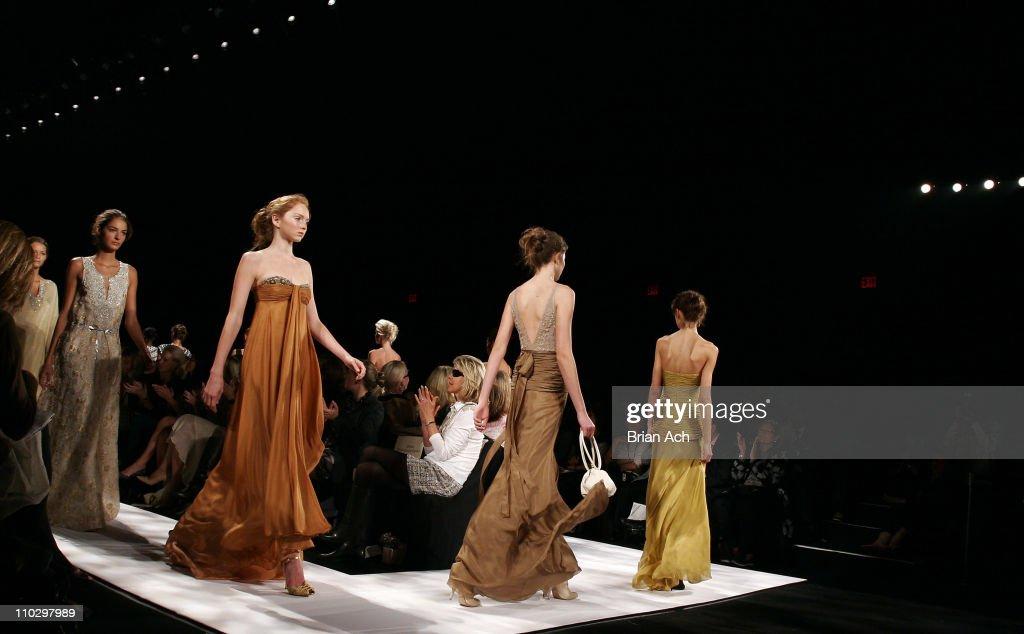 Olympus Fashion Week Spring 2007 - Badgley Mischka - Runway : News Photo