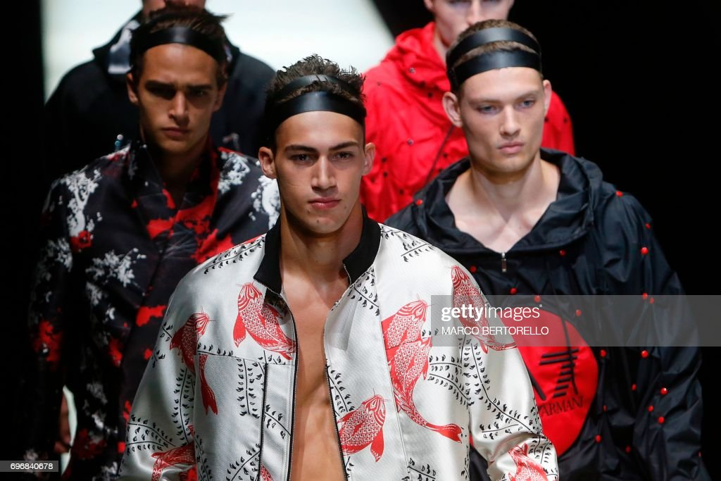 Photos et images de Emporio Armani - Runway - Milan Men\'s Fashion ...