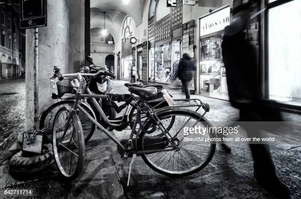 modena by night - modena stock pictures, royalty-free photos & images