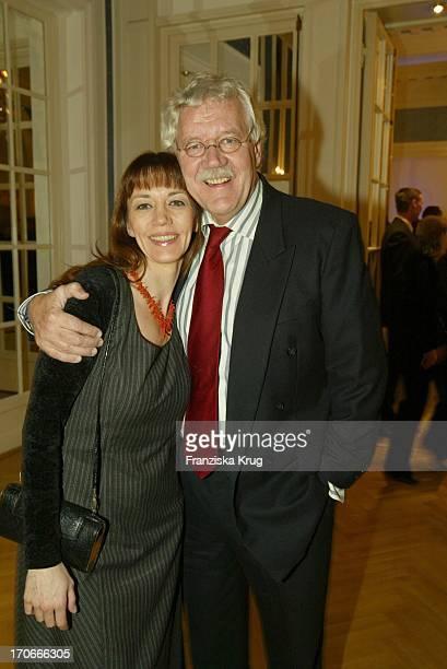 """Moderator Carlo Von Tiedemann Und Freundin Julia Laubrunn Bei """"Movie Meets Media"""" Im Hotel Atlantic In Hamburg Am 081203"""