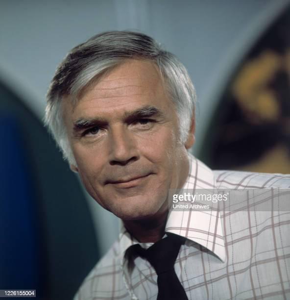 FUCHSBERGER Moderator der Verkehrssendereihe im ZDF Hand aufs Herz 1975 Portrait