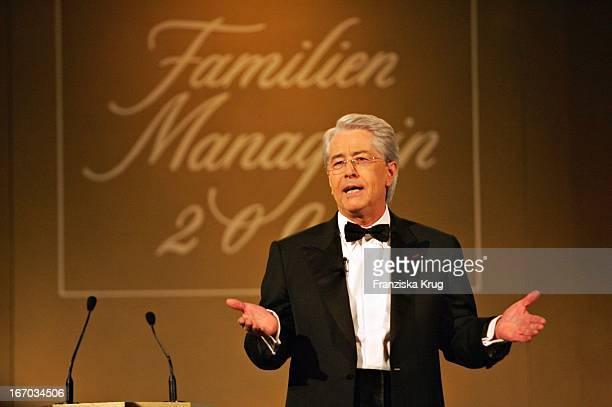 Moderator Frank Elstner Bei Der Gala Zur Verleihung Der Familienmanagerin 2004 Im Hotel Intercontinental In Berlin