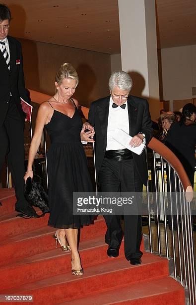 "Moderator Frank Elstner Und Britta Gessler Bei Der Verleihung Des ""Herbert Karajan Musikpreises""An John_Neumeier Im Festspielhaus Baden Baden Am..."