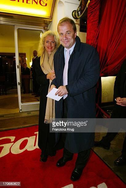 Moderator Hubertus Meyer Burckhardt Und Ehefrau Jacqueline Bei Gala Vip Lounge In Hamburg