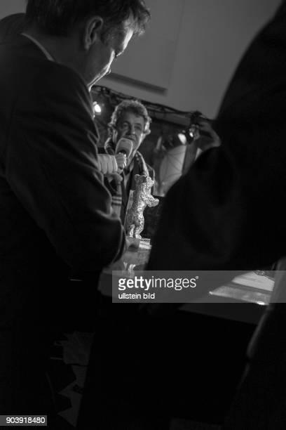 Moderator Knut Elstermann im Gespräch mit Produzent Gonzola Maza Schauspielerin Daniela Vega und Regisseur Sebastian Lelio mit dem Silbernen Bären...