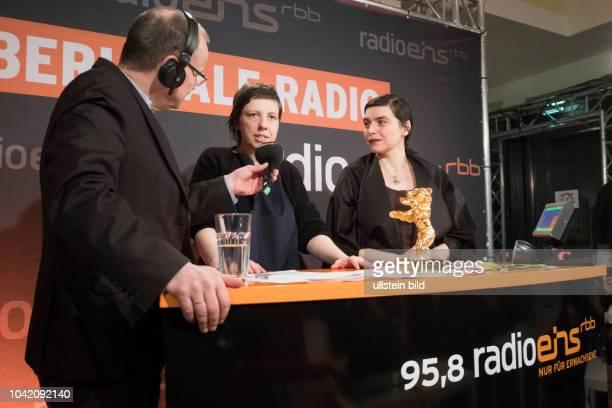 Moderator Knut Elstermann mit Regisseurin Adina Pintilie und Produzentin Bianca Oana beim RadioEins BerlinaleNighttalk aus der XXLounge anlässlich...