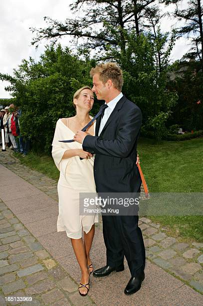 Moderator Oliver Geissen Und Ehefrau Ulrike Bei Der Kirchlichen Hochzeit Von Stich In Der St Severin Kirche In Keitum Auf Sylt Am 110605